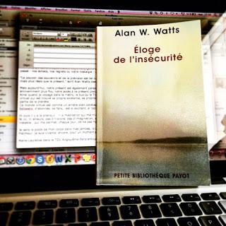 """Photo de la couverture du livre """"Eloge de l'insécurité"""" d'Alan Watts"""