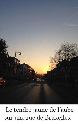 Photo d'une rue de Bruxelles à l'aube