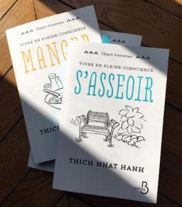 Photo de livres de Thich Nhat Hanh posés l'un sur l'autre