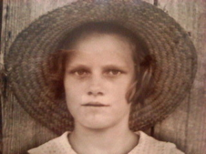 Photo de femme avec un chapeau