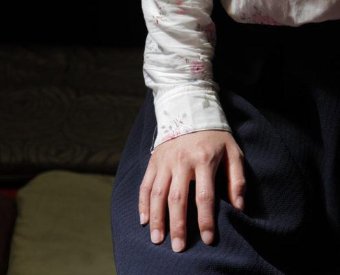 Photo d'une main de méditante