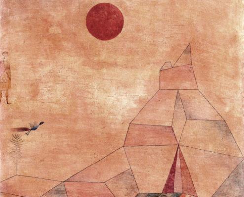 Tableau de Paul Klee représentant une montagne avec, dans le ciel, un oiseau, un ange et un soleil rouge.