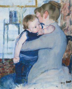Tableau de Mary Cassatt montrant un bébé suçant ses doigts dans les bras de sa mère.