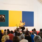 Fabrice Midal enseignant aux participants du séminaire sur Narcisse