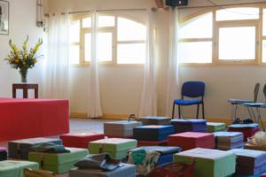 Une salle de pratique de méditation pendant la pause.