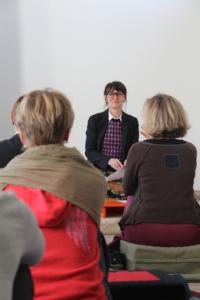 Photographie de Marie-Laurence Cattoire lors d'une journée de découverte de la méditation à Bruxelles.