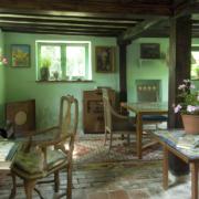 Photographie de l'intérieur de la maison de campagne de Virginia Woolf.