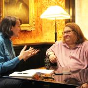 Photographie de Sharon Salzberg lors d'une interview avec Marie-Laurence Cattoire