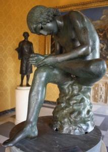 Photo de la sculpture du Spinario du musée du Capitole de Rome