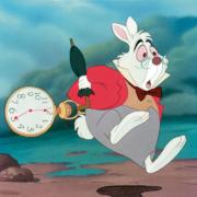 Le lapin blanc et sa montre à gousset dans Alice au pays des merveilles