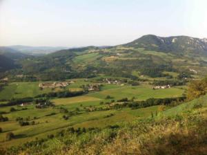 Photo d'un paysage vallonné