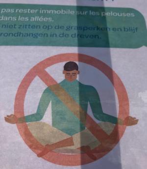 Photo d'un panneau interdisant de méditer