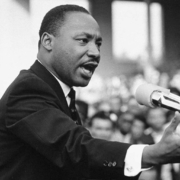Photo de Martin Luther King faisant un discours