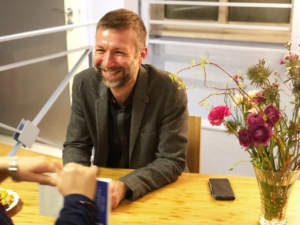 Photo du Docteur François Bourgognon, lors de la rencontre organisée à la Maison de la méditation
