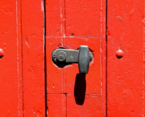 Image d'une porte rouge