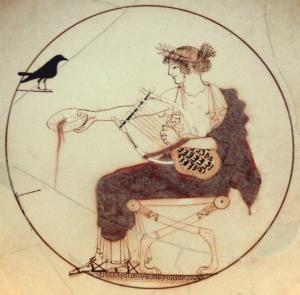 Photo d'une représentation d'Apollon avec un oiseau