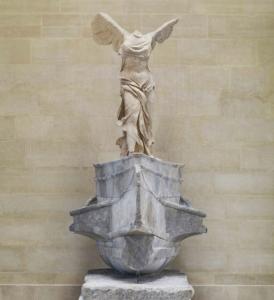 Photo de face de la Victoire de Samothrace
