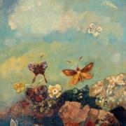 Papillons colorées qui s'envolent sur un fonds de ciel bleu